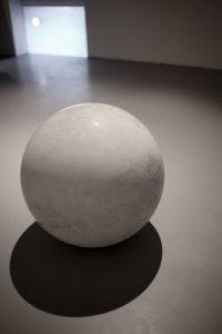 Jean-Baptiste Caron,  Mécanique du vivant,  2012,  béton, polystyrène, pvc, Ø40cm